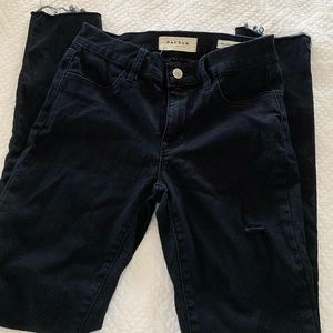 Black/dark blue jeans with cutouts in the knee